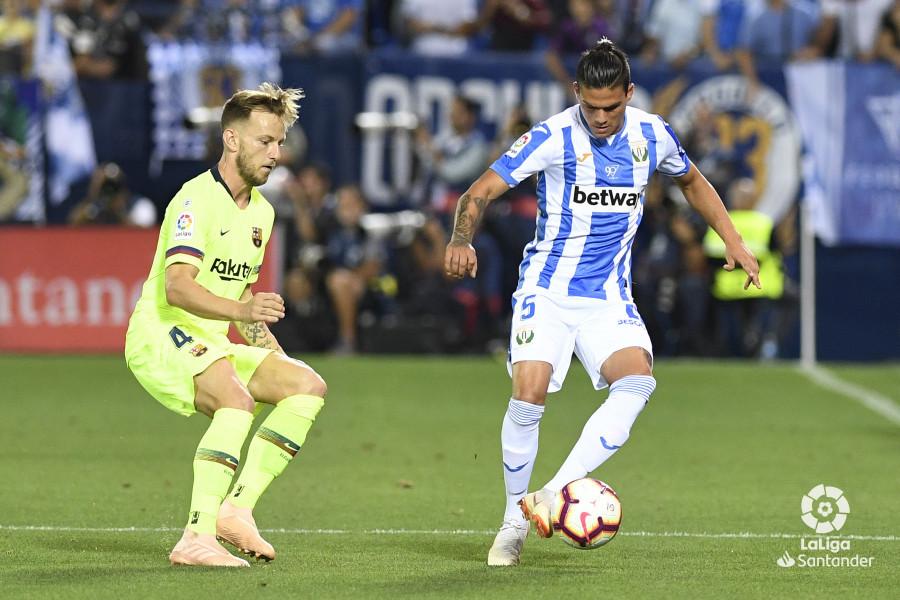صور مباراة : ليغانيس - برشلونة 2-1 ( 26-09-2018 ) W_900x700_26200925_apa8269