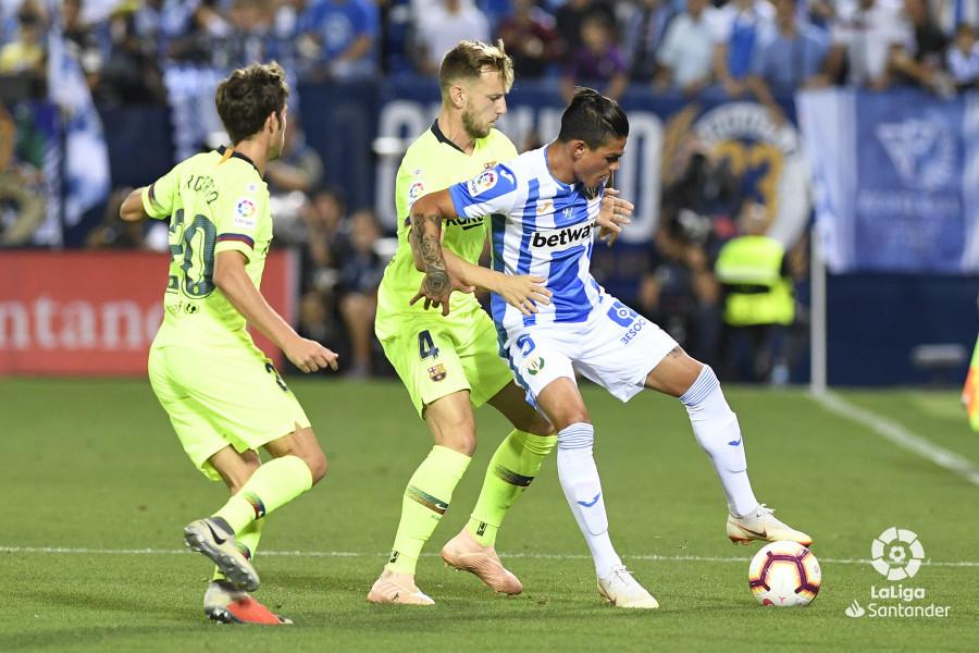 صور مباراة : ليغانيس - برشلونة 2-1 ( 26-09-2018 ) W_900x700_26200930_apa8275