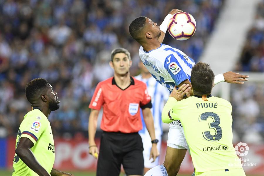 صور مباراة : ليغانيس - برشلونة 2-1 ( 26-09-2018 ) W_900x700_26200945_apa8288