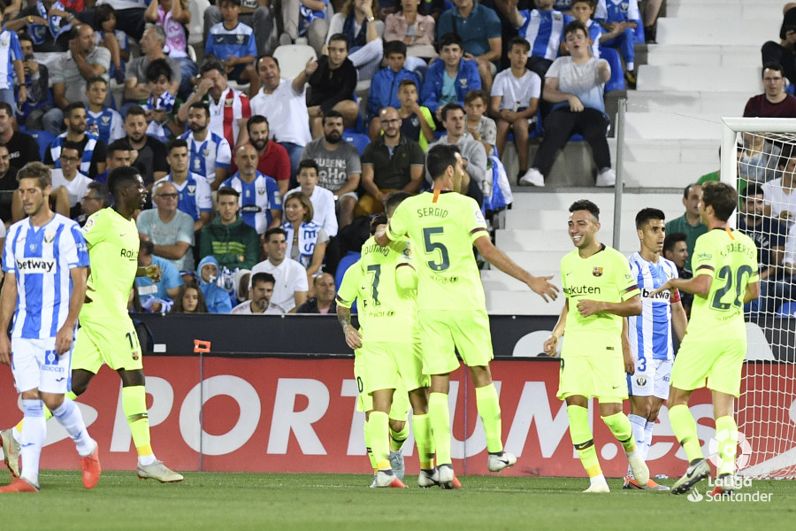صور مباراة : ليغانيس - برشلونة 2-1 ( 26-09-2018 ) W_900x700_26201414_apa8323