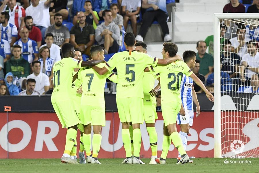 صور مباراة : ليغانيس - برشلونة 2-1 ( 26-09-2018 ) W_900x700_26201418_apa8325