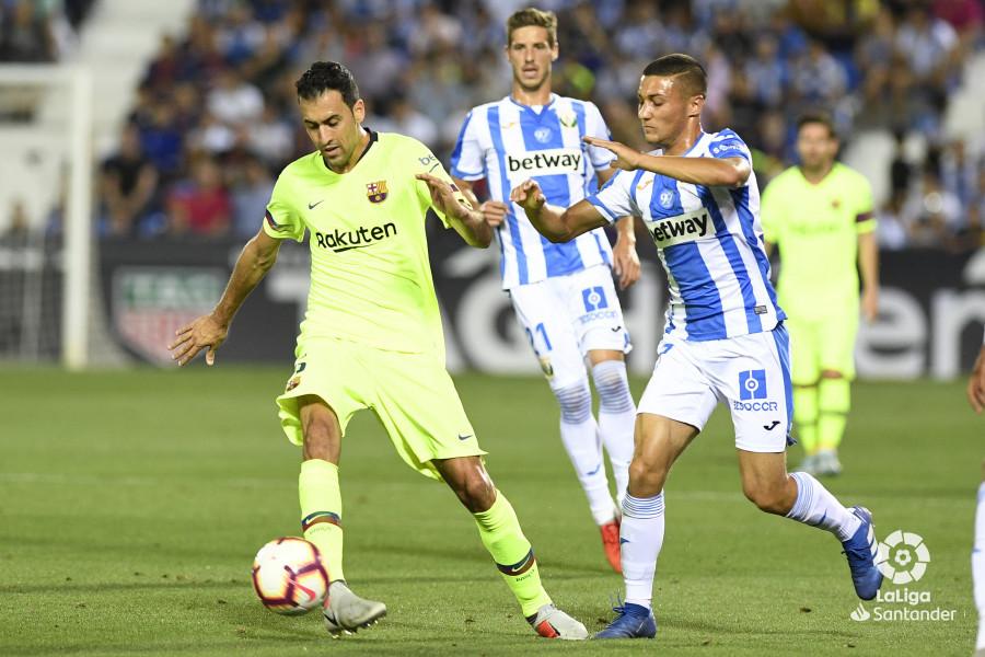 صور مباراة : ليغانيس - برشلونة 2-1 ( 26-09-2018 ) W_900x700_26203317_apa8345