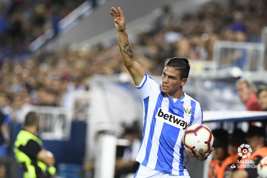 صور مباراة : ليغانيس - برشلونة 2-1 ( 26-09-2018 ) W_900x700_26203323_apa8383
