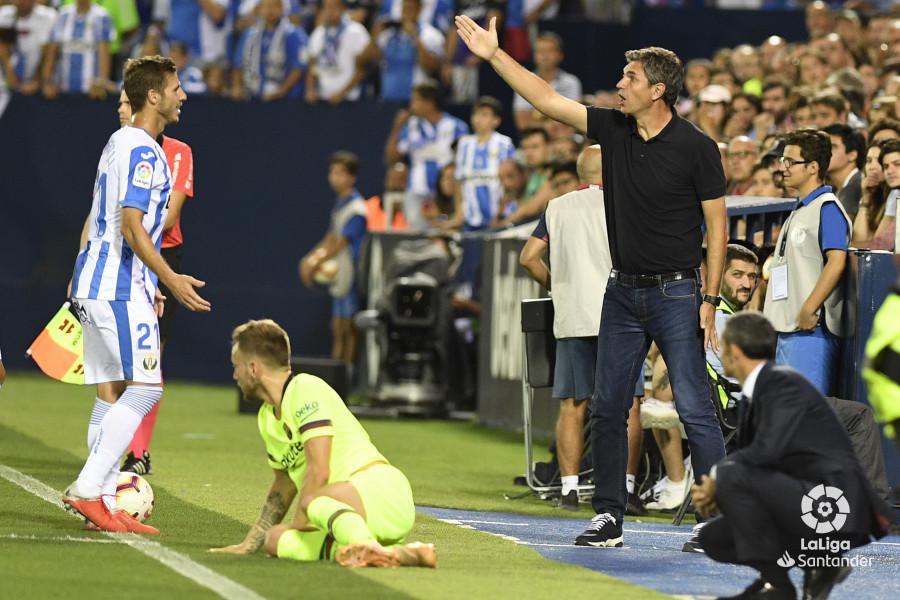 صور مباراة : ليغانيس - برشلونة 2-1 ( 26-09-2018 ) W_900x700_26203327_apa8398