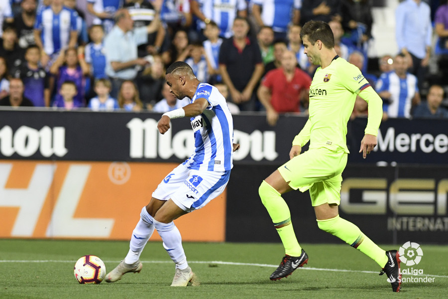 صور مباراة : ليغانيس - برشلونة 2-1 ( 26-09-2018 ) W_900x700_26203333_apa8417