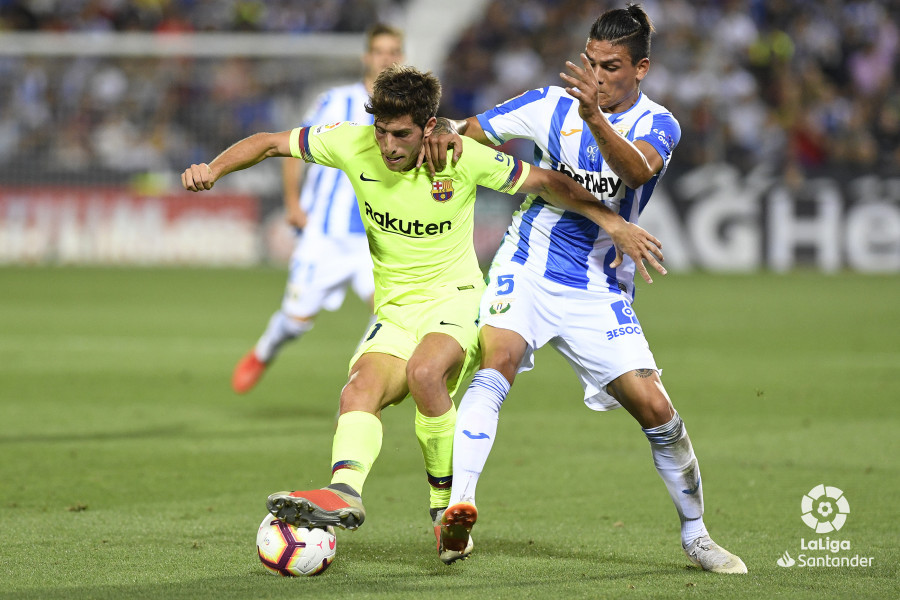 صور مباراة : ليغانيس - برشلونة 2-1 ( 26-09-2018 ) W_900x700_26204907_apa8433