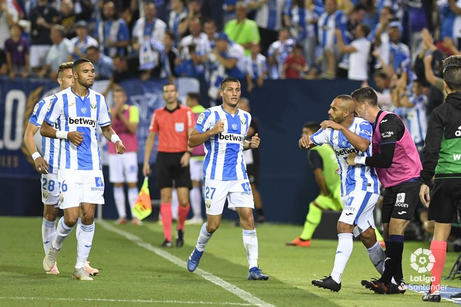 صور مباراة : ليغانيس - برشلونة 2-1 ( 26-09-2018 ) W_900x700_26211335_apa8670