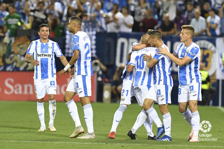 صور مباراة : ليغانيس - برشلونة 2-1 ( 26-09-2018 ) W_900x700_26211408_apa8679