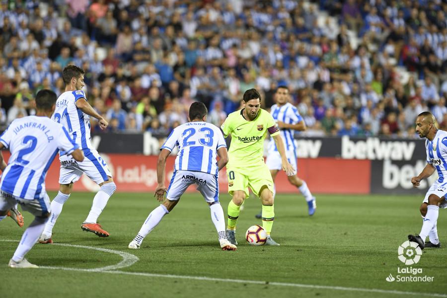 صور مباراة : ليغانيس - برشلونة 2-1 ( 26-09-2018 ) W_900x700_26212931_apa8775