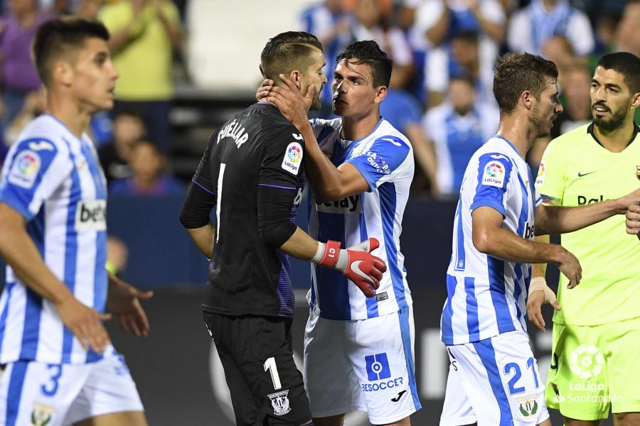 صور مباراة : ليغانيس - برشلونة 2-1 ( 26-09-2018 ) W_900x700_26214027_apa8907