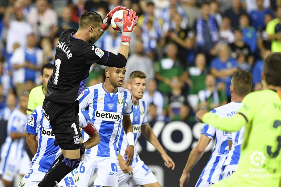 صور مباراة : ليغانيس - برشلونة 2-1 ( 26-09-2018 ) W_900x700_26214031_apa8916