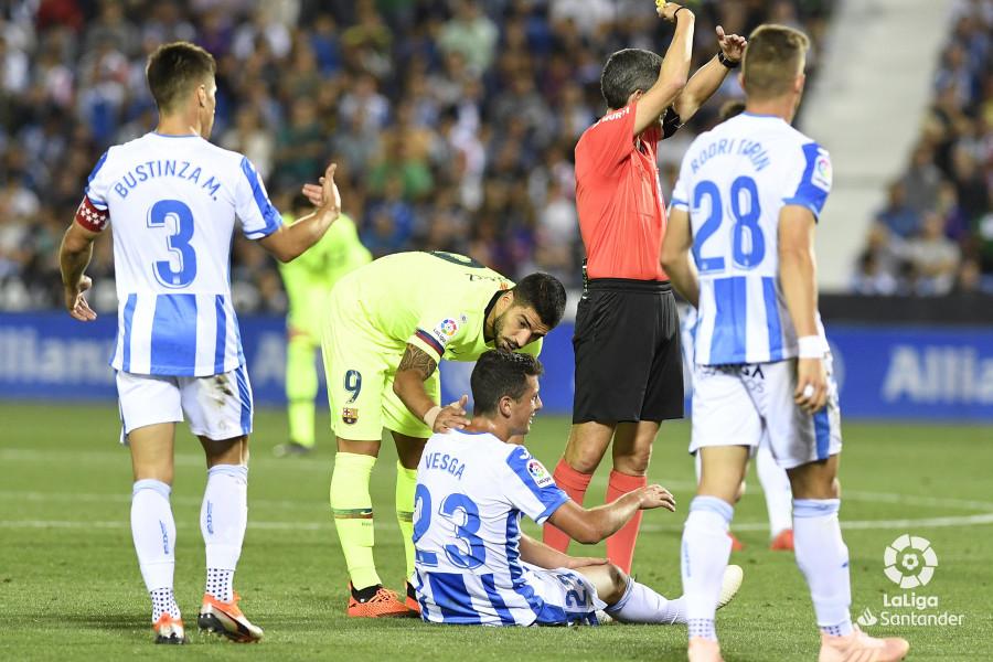 صور مباراة : ليغانيس - برشلونة 2-1 ( 26-09-2018 ) W_900x700_26214043_apa8934
