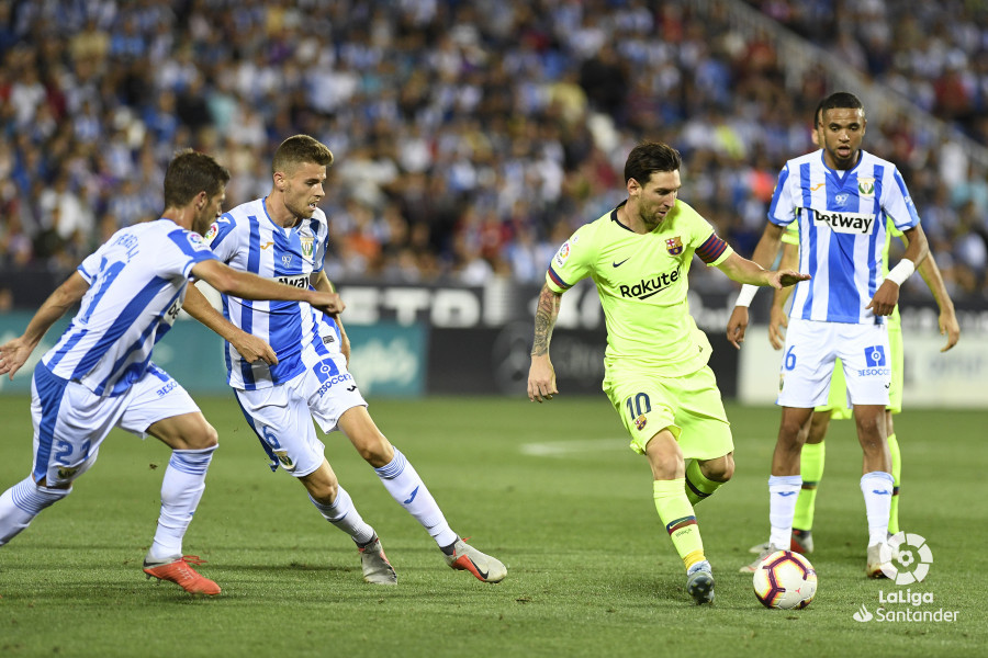 صور مباراة : ليغانيس - برشلونة 2-1 ( 26-09-2018 ) W_900x700_26215725_apa9000