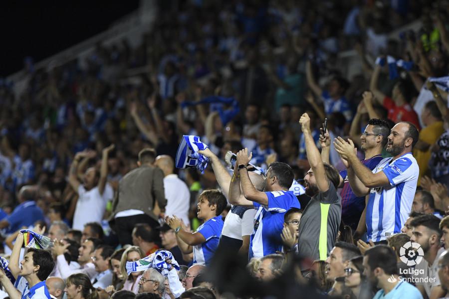 صور مباراة : ليغانيس - برشلونة 2-1 ( 26-09-2018 ) W_900x700_26215729_apa9017