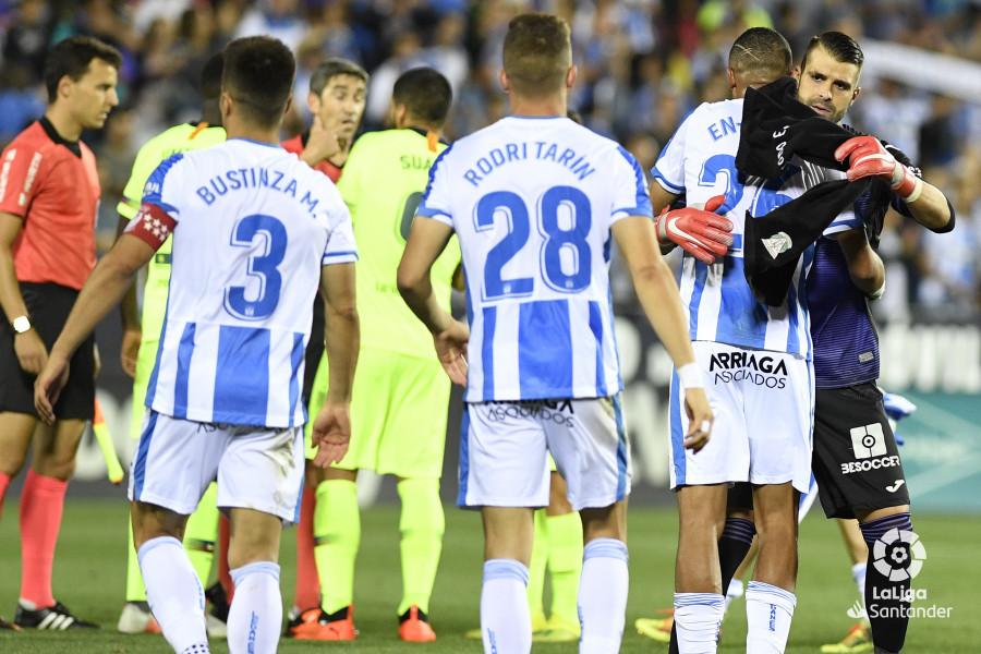 صور مباراة : ليغانيس - برشلونة 2-1 ( 26-09-2018 ) W_900x700_26215744_apa9130