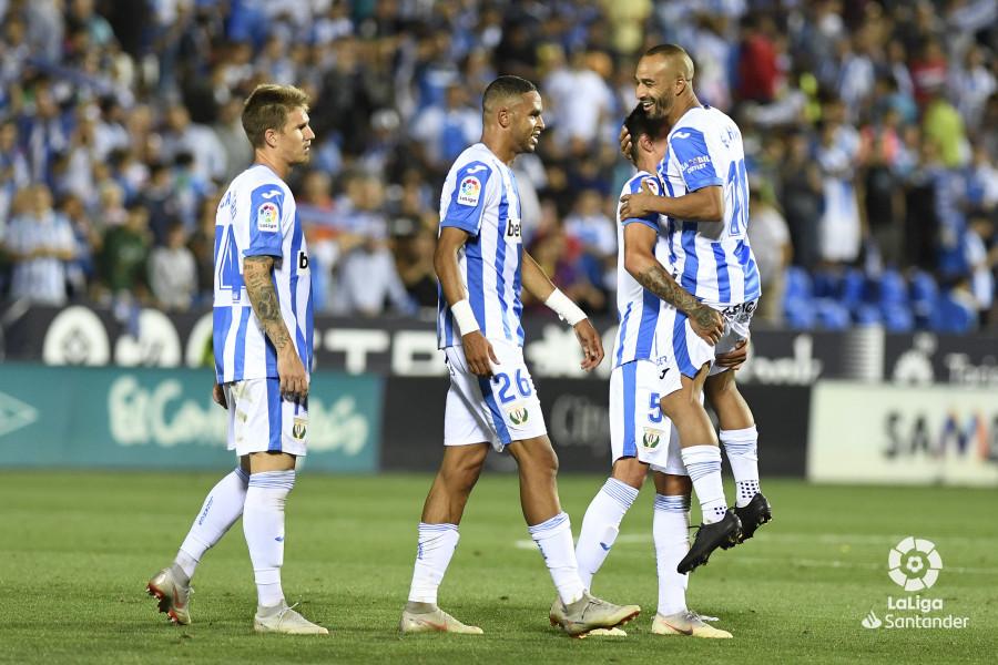 صور مباراة : ليغانيس - برشلونة 2-1 ( 26-09-2018 ) W_900x700_26215748_apa9145