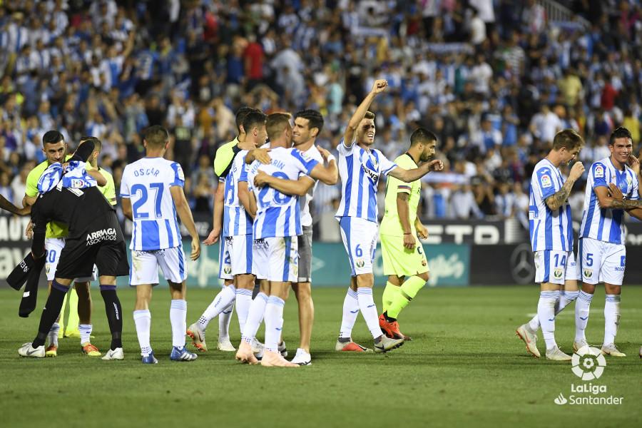 صور مباراة : ليغانيس - برشلونة 2-1 ( 26-09-2018 ) W_900x700_26215752_apa9148