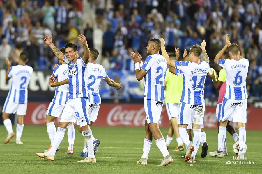 صور مباراة : ليغانيس - برشلونة 2-1 ( 26-09-2018 ) W_900x700_26215758_apa9166