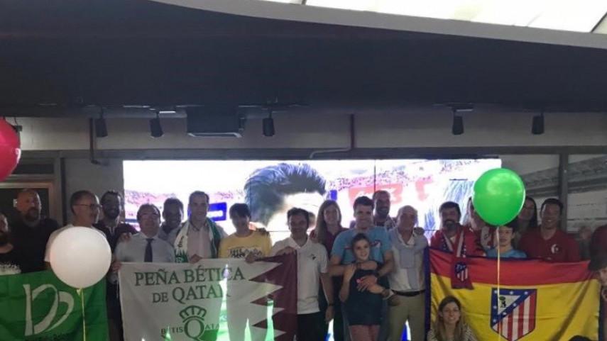 Las peñas de Atlético y Betis en Qatar disfrutaron del encuentro en LaLiga Lounge
