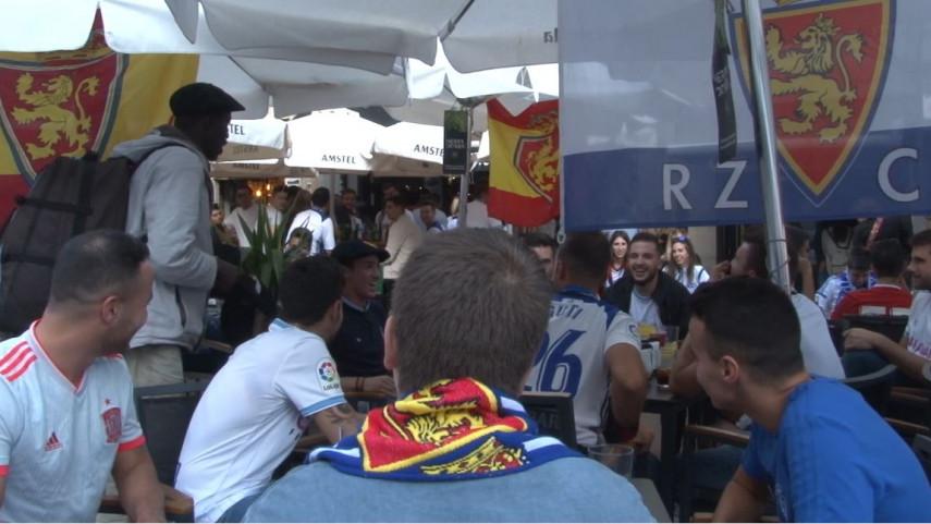 Las peñas del Real Zaragoza no abandonan a su equipo ni en las Fiestas del Pilar