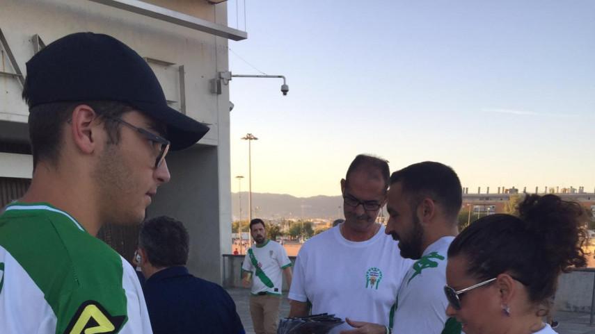 La Federación de Peñas del Córdoba CF reparte el Manual del Aficionado
