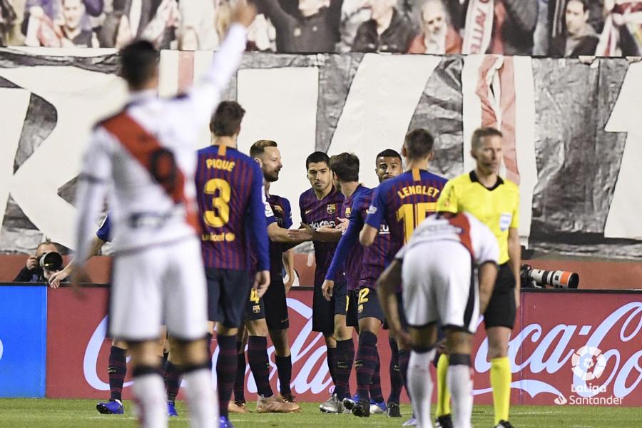 صور مباراة : رايو فاليكانو - برشلونة 2-3 ( 03-11-2018 )  W_900x700_03210132_apa2544