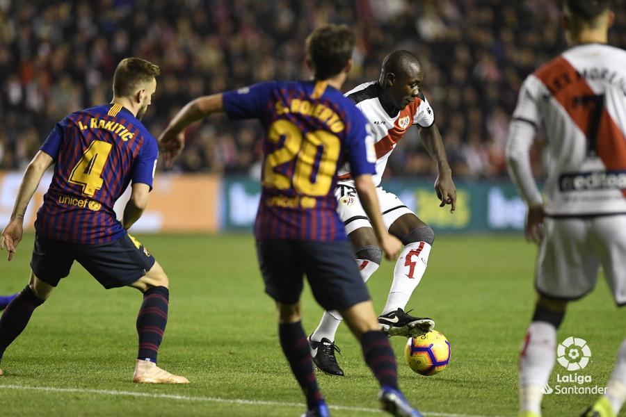 صور مباراة : رايو فاليكانو - برشلونة 2-3 ( 03-11-2018 )  W_900x700_03210140_apa2564
