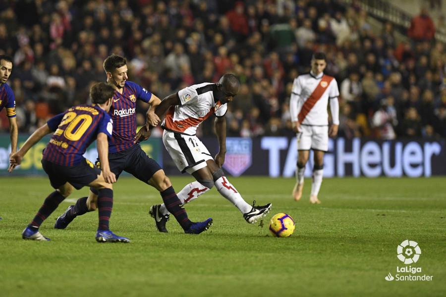 صور مباراة : رايو فاليكانو - برشلونة 2-3 ( 03-11-2018 )  W_900x700_03213932_apa2795