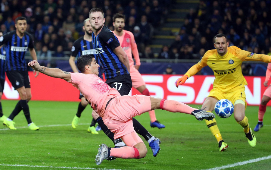 صور مباراة : إنتر ميلان - برشلونة 1-1 ( 06-11-2018 )  W_900x700_06233855636771440201119256