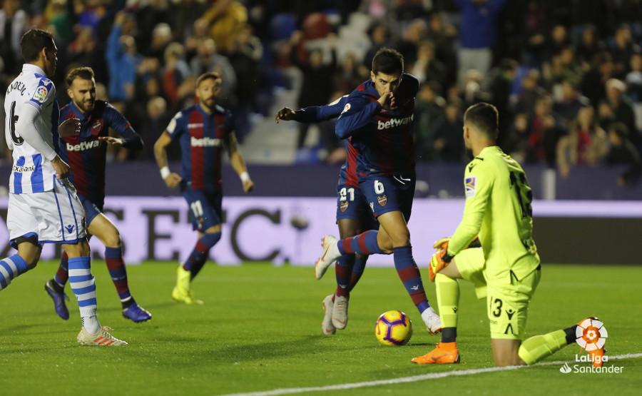Chema festeja el primer gol del partido (Foto: LaLiga).