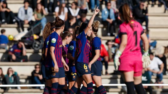 Las jugadoras azulgrana celebran uno de los goles.