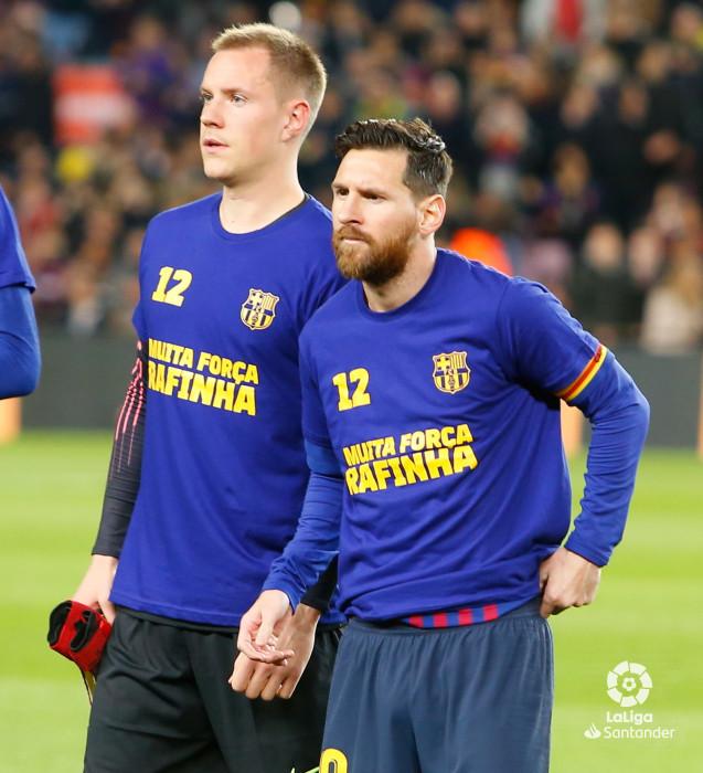 صور مباراة : برشلونة - فياريال 2-0 ( 02-12-2018 )  W_900x700_02183517_b3z1573