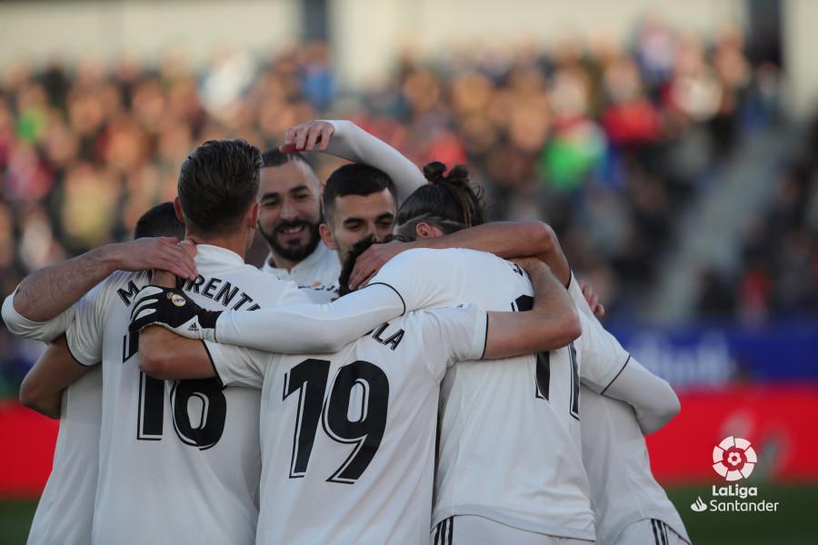 Celebración de los jugadores del Real Madrid en El Alcoraz (Foto: LaLiga).