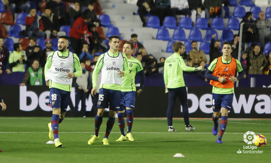 صور مباراة : ليفانتي - برشلونة 0-5 ( 16-12-2018 )  W_900x700_16203450levante-bar-a07