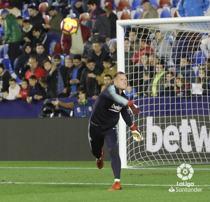 صور مباراة : ليفانتي - برشلونة 0-5 ( 16-12-2018 )  W_900x700_16203452levante-bar-a08