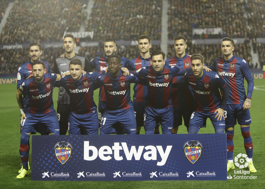 صور مباراة : ليفانتي - برشلونة 0-5 ( 16-12-2018 )  W_900x700_16205507levante-bar-a11