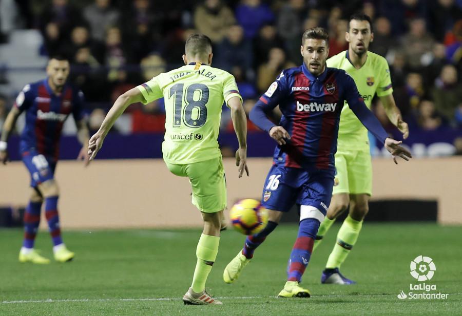 صور مباراة : ليفانتي - برشلونة 0-5 ( 16-12-2018 )  W_900x700_16210117levante-bar-a15