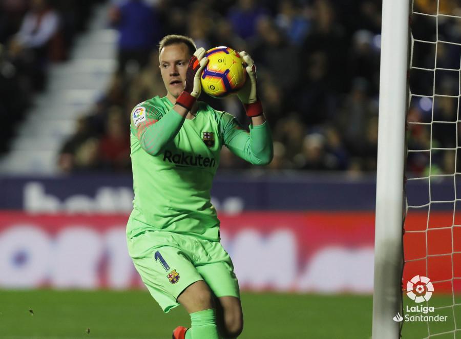 صور مباراة : ليفانتي - برشلونة 0-5 ( 16-12-2018 )  W_900x700_16210120levante-bar-a17