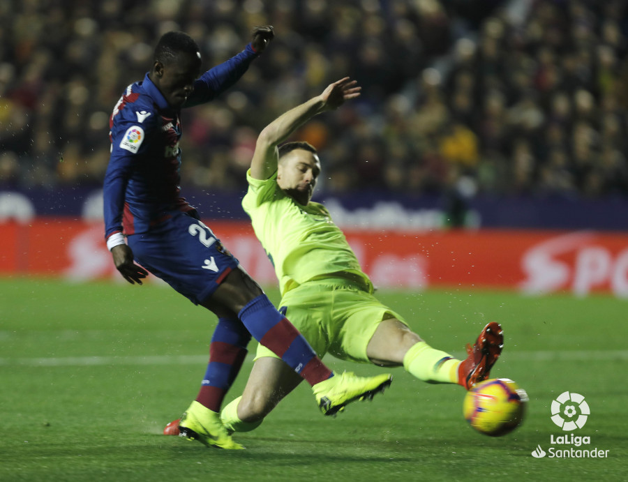 صور مباراة : ليفانتي - برشلونة 0-5 ( 16-12-2018 )  W_900x700_16210122levante-bar-a18