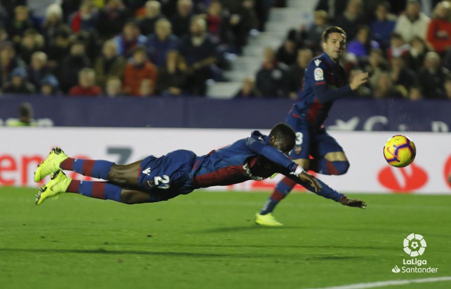 صور مباراة : ليفانتي - برشلونة 0-5 ( 16-12-2018 )  W_900x700_16211318levante-bar-a20
