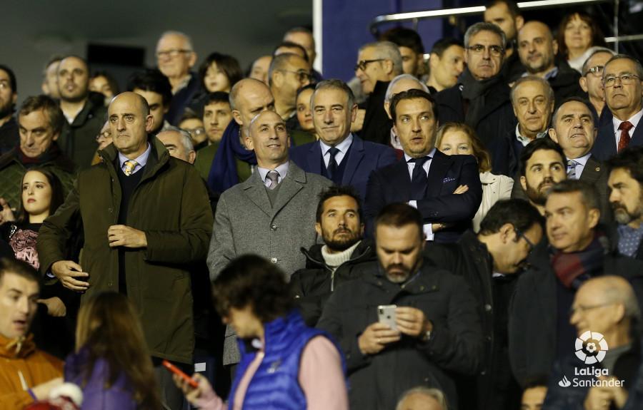 صور مباراة : ليفانتي - برشلونة 0-5 ( 16-12-2018 )  W_900x700_16211508_ap_3090