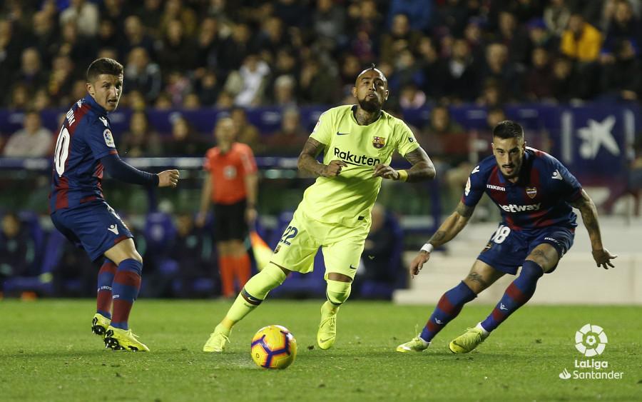 صور مباراة : ليفانتي - برشلونة 0-5 ( 16-12-2018 )  W_900x700_16211515_ap_3166