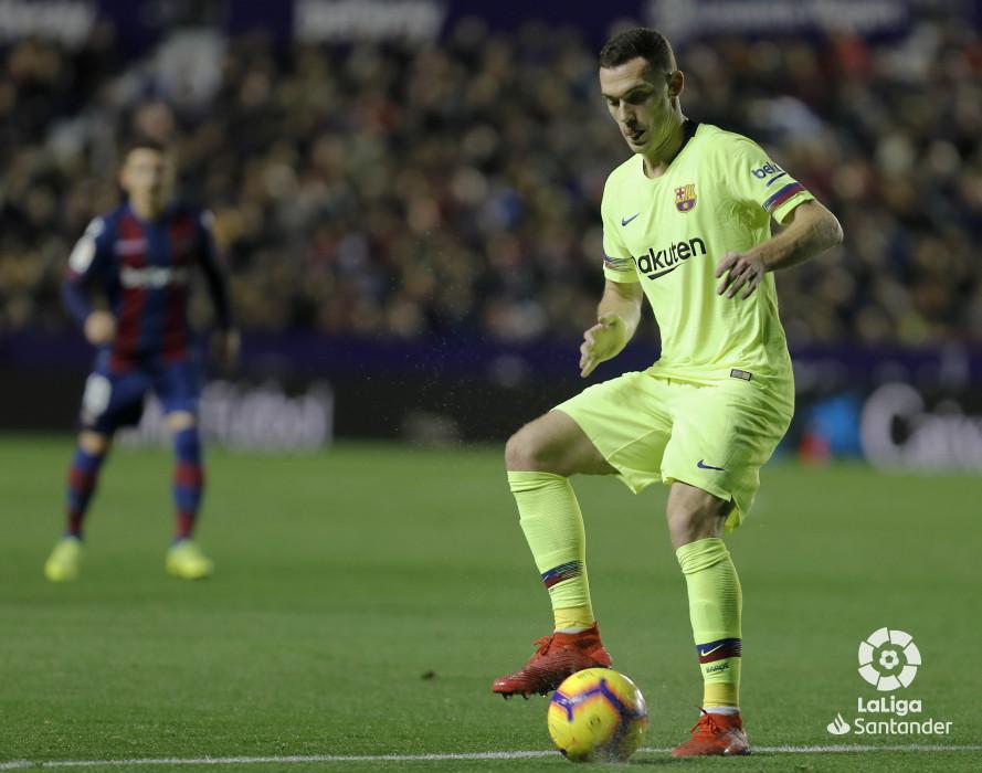 صور مباراة : ليفانتي - برشلونة 0-5 ( 16-12-2018 )  W_900x700_16211728levante-bar-a24