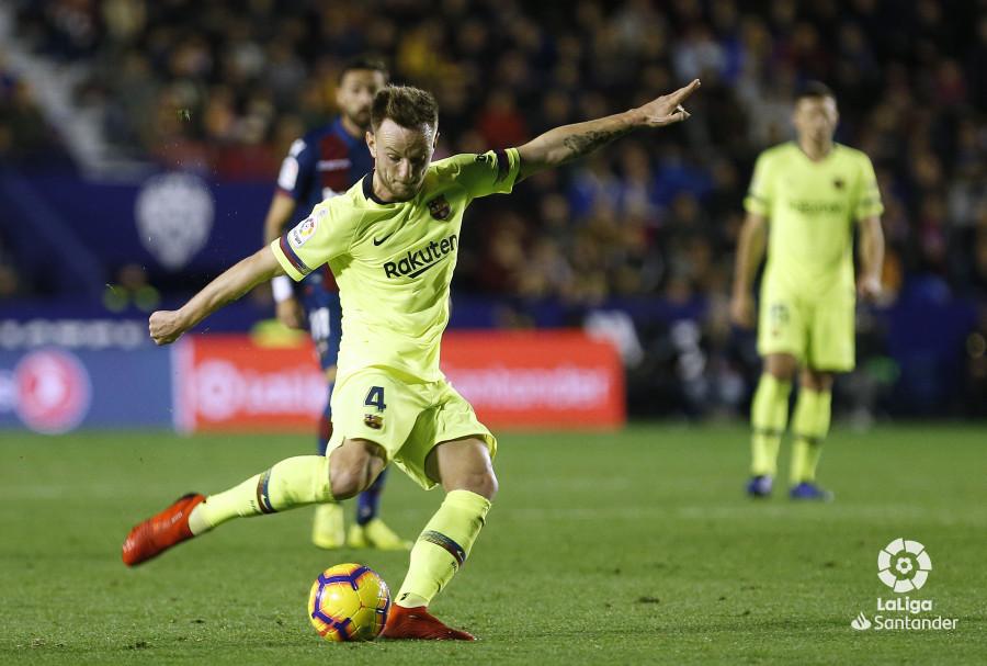 صور مباراة : ليفانتي - برشلونة 0-5 ( 16-12-2018 )  W_900x700_16213700_ap_3414