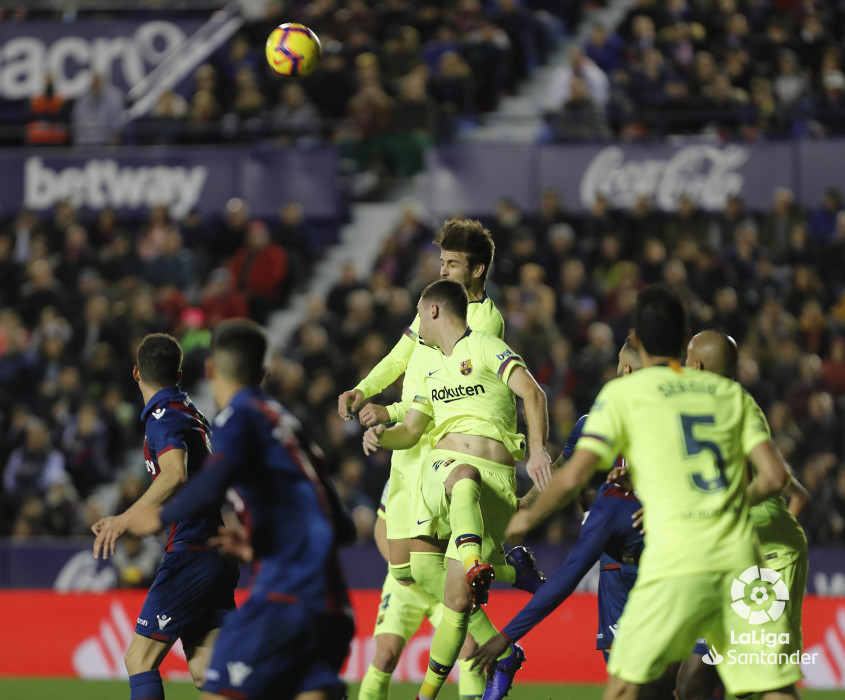 صور مباراة : ليفانتي - برشلونة 0-5 ( 16-12-2018 )  W_900x700_16213710levante-bar-a33