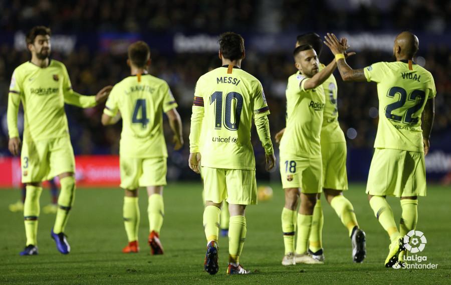 صور مباراة : ليفانتي - برشلونة 0-5 ( 16-12-2018 )  W_900x700_16214329_ap_3530
