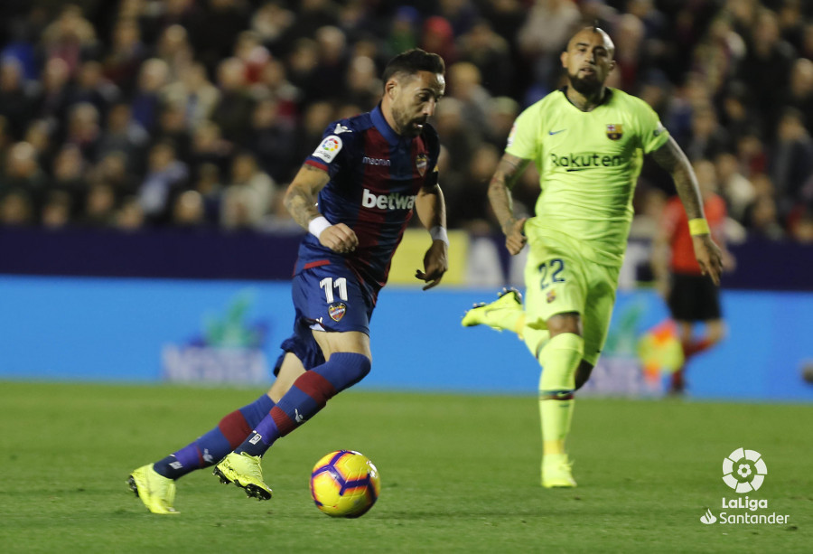 صور مباراة : ليفانتي - برشلونة 0-5 ( 16-12-2018 )  W_900x700_16214645levante-bar-a40