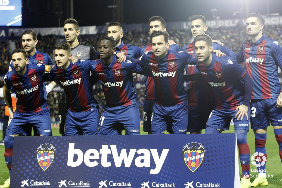 صور مباراة : ليفانتي - برشلونة 0-5 ( 16-12-2018 )  W_900x700_16215034_ap_0514