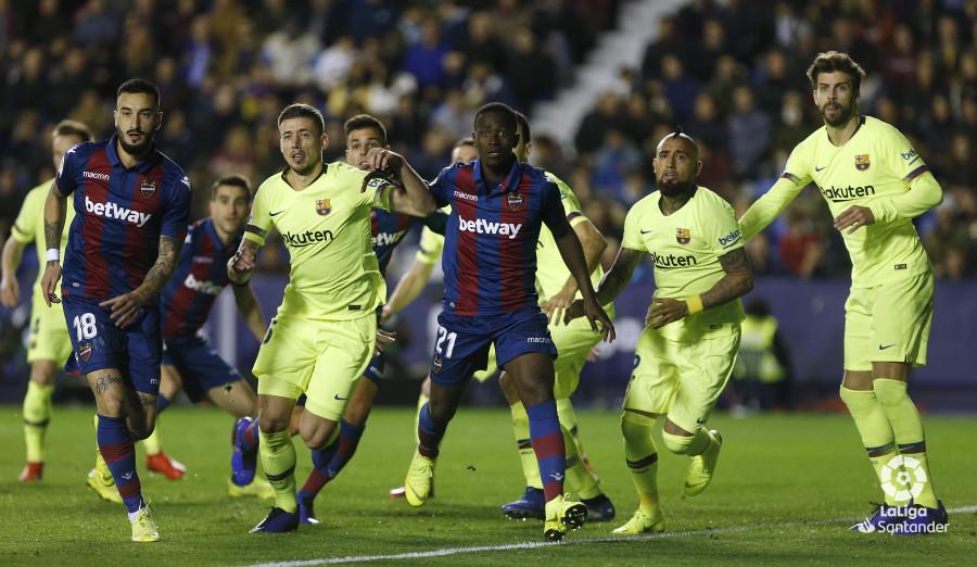 صور مباراة : ليفانتي - برشلونة 0-5 ( 16-12-2018 )  W_900x700_16215821_ap_3583