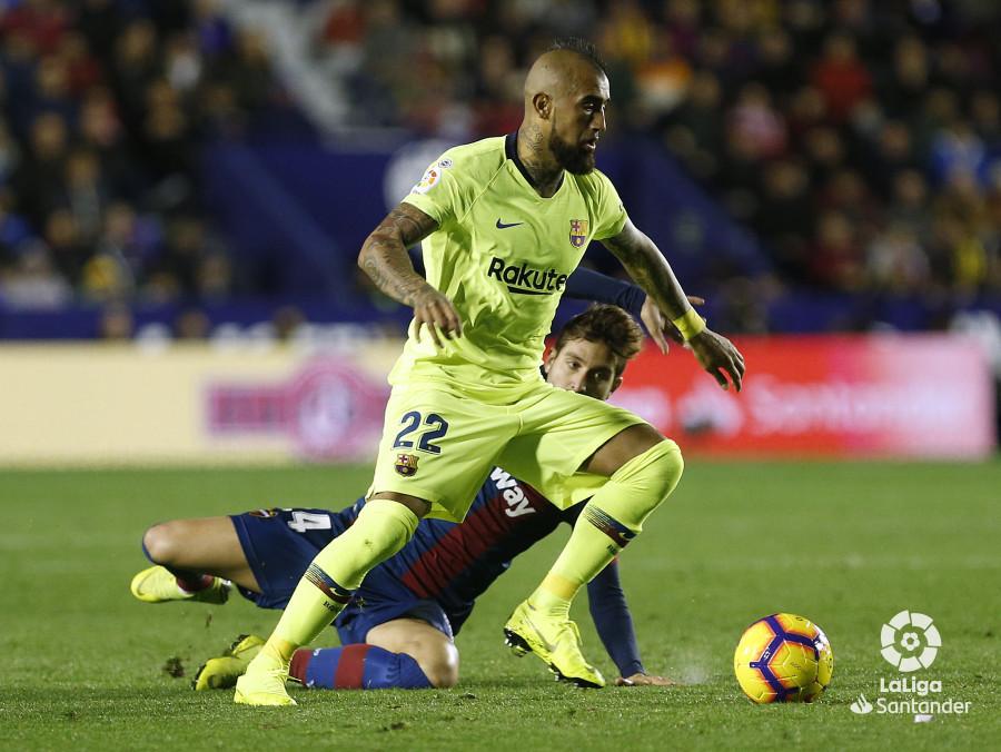 صور مباراة : ليفانتي - برشلونة 0-5 ( 16-12-2018 )  W_900x700_16215824_ap_3617